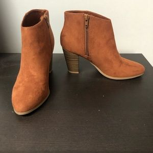 Size 6 Old Navy, Light Brown Booties